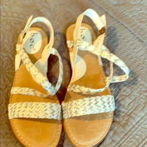 Box sandals
